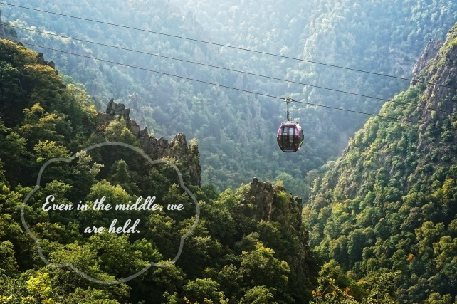 Middle cable car